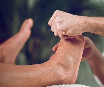 hay-podologos-especializados-en-distintas-funciones-como-la-cirugia-de-pies-o-el-tratamiento-de-la-onicomicosis